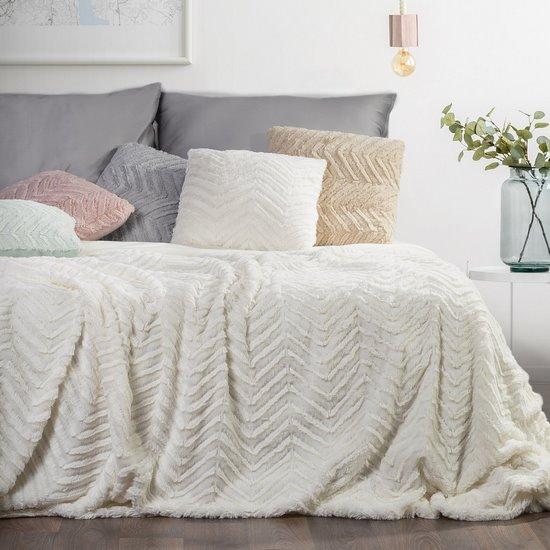 Pościel i narzuta na łóżko o strukturze puchatego koca